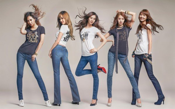 Beautiful-Korean-Girls-in-Jeans-600x375